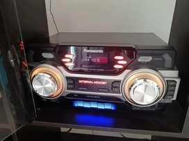 Se vende equipo de sonido con su respectivo multilueble.