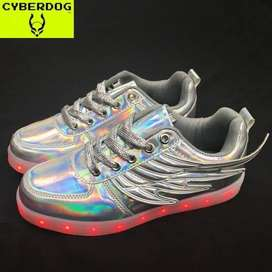 Zapatillas con luces y alas CYBERDOG a la venta!