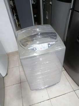 Lavadora 19 libras haceb, gris, digital, buen funcionamiento