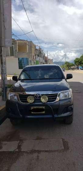 Vendo Toyota hilux 4x2, año 2012, 150km. perfectas condiciones, pintura original tratodirecto con dueño precio a tratar