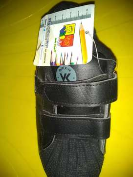 Aproveché zapatos de colegio