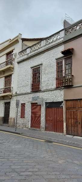 Casa comercial en Venta, centro Histórico de Cuenca, Calle Tarqui.