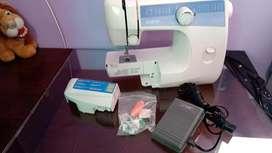 Vendo Maquina De Coser Familiar BROTHER LS-2125i Como Nuevo Con Caja Pedal y Todos Sus Acecesorios