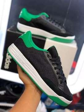 Adidas Rod Laver Hombre