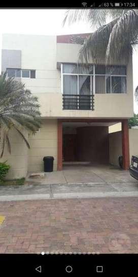 Se vende casa en Bello Horizonte Via a la Costa, cuatro habitaciones
