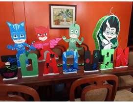 Combo nombre del niñ@, Piñata PjMask y 3 muñecos cn base medianos