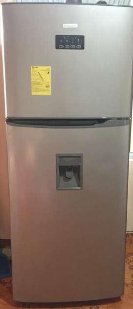 Se vende Refrigeradora Marca Electrolux