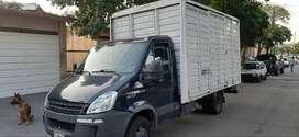 Iveco daily 5516 con caja y pala hidráulica