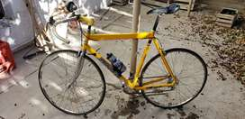Vendo bicicleta de ruta de aluminium! Precio charlable!