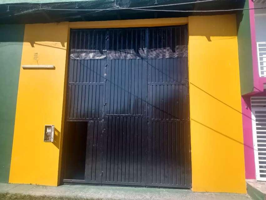 Se arrienda bodega, a una cuadra de Av. Puerto López. 0