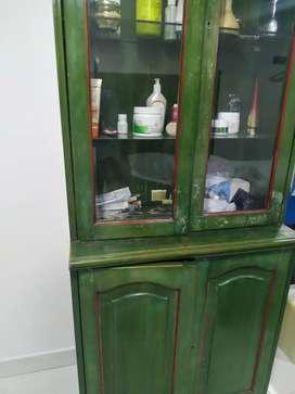 Vitrina madera color verde dos puestos