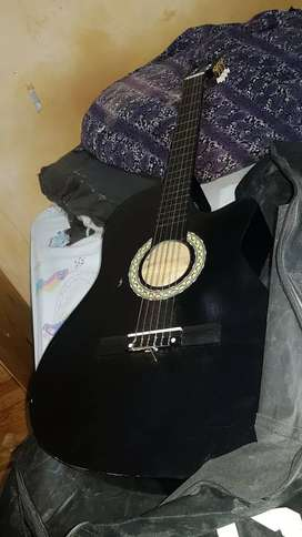 Se vende guitarra electro acústica
