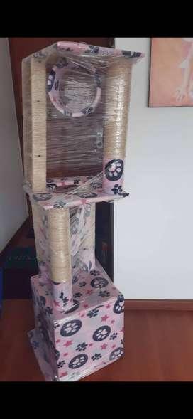 Gimnasio para gato con escalera