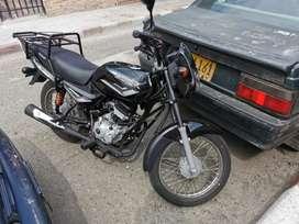 Moto como nueva con parilla de carga