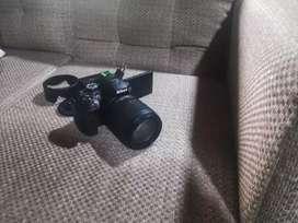 Camara Nikon 5300con sus accesorios