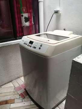 Se vende lavadora de 28 libra dmarca samsung digital buen estado