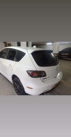 Se vende Mazda 3 modelo 2005 , triptonico ;automático y de cambios