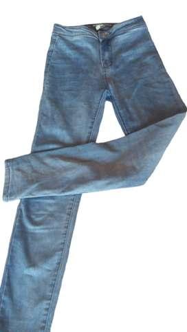Jeans celeste tiro alto talle 24