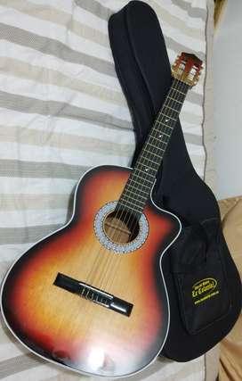 En venta Guitarra Acústica Nueva con forro protector incluido