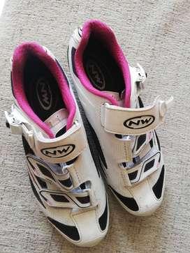 Se vende zapatos de ciclismo