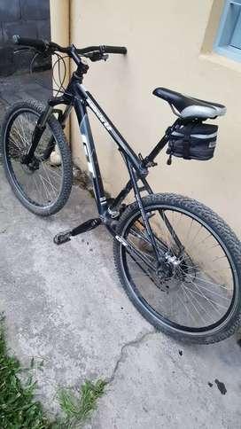 Vendo o permuto bicicleta rodado 26 cuadro GT muy buen estado