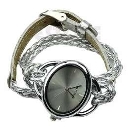 Reloj De Mujer Tipo Pulsera Con Correa De Cuero Plateada