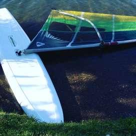 Tabla y vela windsurf proncipiante  muy buen estado