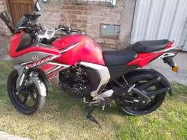 Vendo urgente!! Yamaha FZ con encarenado versión 2.0