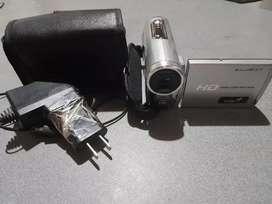 """Vendo cámara HD marca GENIUS para video y fotografia. Con pantalla LED de 3"""""""