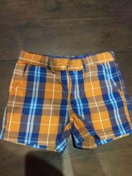 Pantalón corto a cuadros naranja y azul