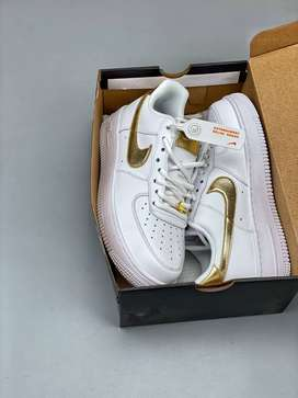 Tenis Nike Air Force One Low Gold