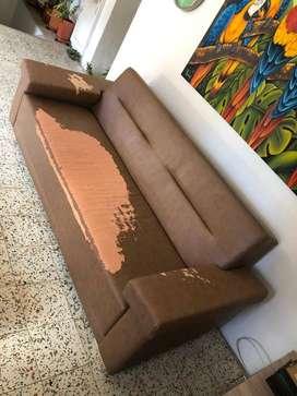 Sofá cama en cuerina para arreglar