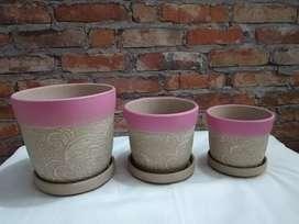 Juego de tres materas rosadas en ceramica