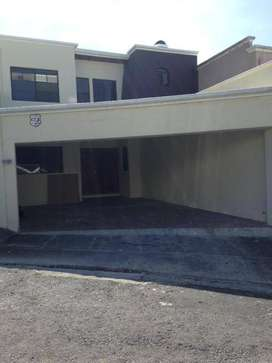 Disponible en alquiler casa en privado en Escalon, con L/B