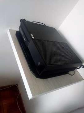 Xbox one 500gb, dos controles, 3 juegos y kit carga y juega