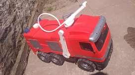 Camión de Bomberos lanza agua!!!