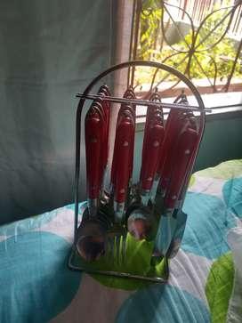 Vendo juego de cucharas , tenedores , cucharines y cubiertos