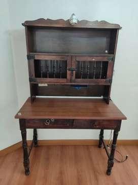 Escritorio en madera más silla giratoria