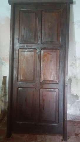 Puerta de cedro macizo