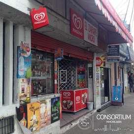 CASA RENTERA DE VENTA, AV. REAL AUDIENCIA, CON LOCAL COMERCIAL