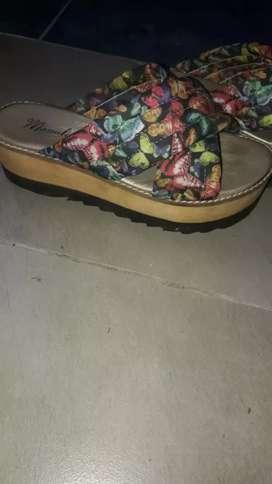 Vendo como nuevas sandalias