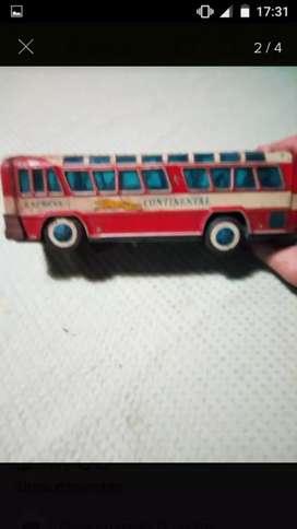Antiguo Bus o Colectivo de Chapa, el mismo funcionaba a pilas. Aún lo recuerdo con sus luces del interior Encendidas.