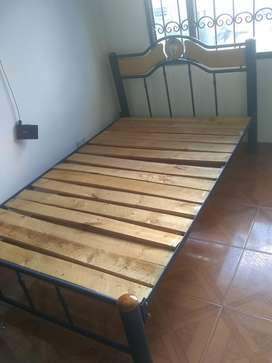 Vendo dos camas de tubo.mas tablas por tan solo 200 mil.pesos