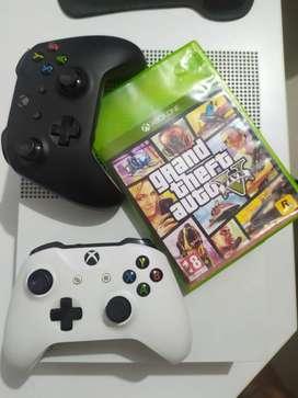 Vendo Xbox One + 2 controles + Juego original GTA V + 2 juegos digitales