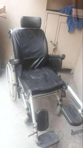 Se vende silla de rueda ortopédica sencilla