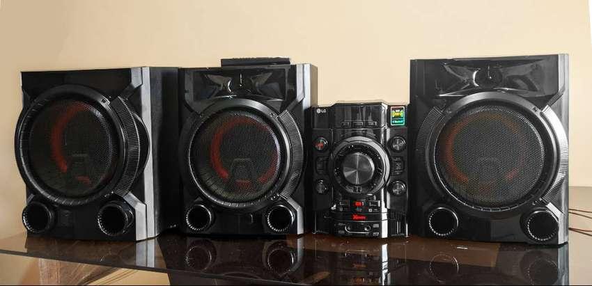 Minicomponente / equipo de sonido LG CM5760 1100W - - -¡NEGOCIABLE! 0