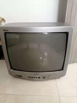 Vendo TV convencional en buen estado color gris.. Oportunidad
