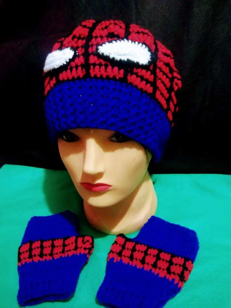 Combo gorro + mitones de Spiderman