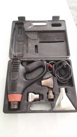 Pistola de calor Skill en maletín y con accesorios