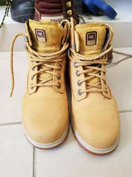 Zapatos Cat Punta de Acero tipo botin - dama